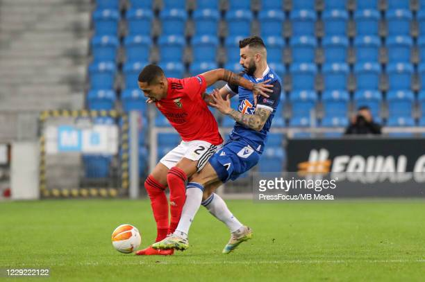 Gilberto of SL Benfica and Mikael Ishak of Lech compete for the ball during the UEFA Europa League Group D stage match between Lech Poznan and SL...