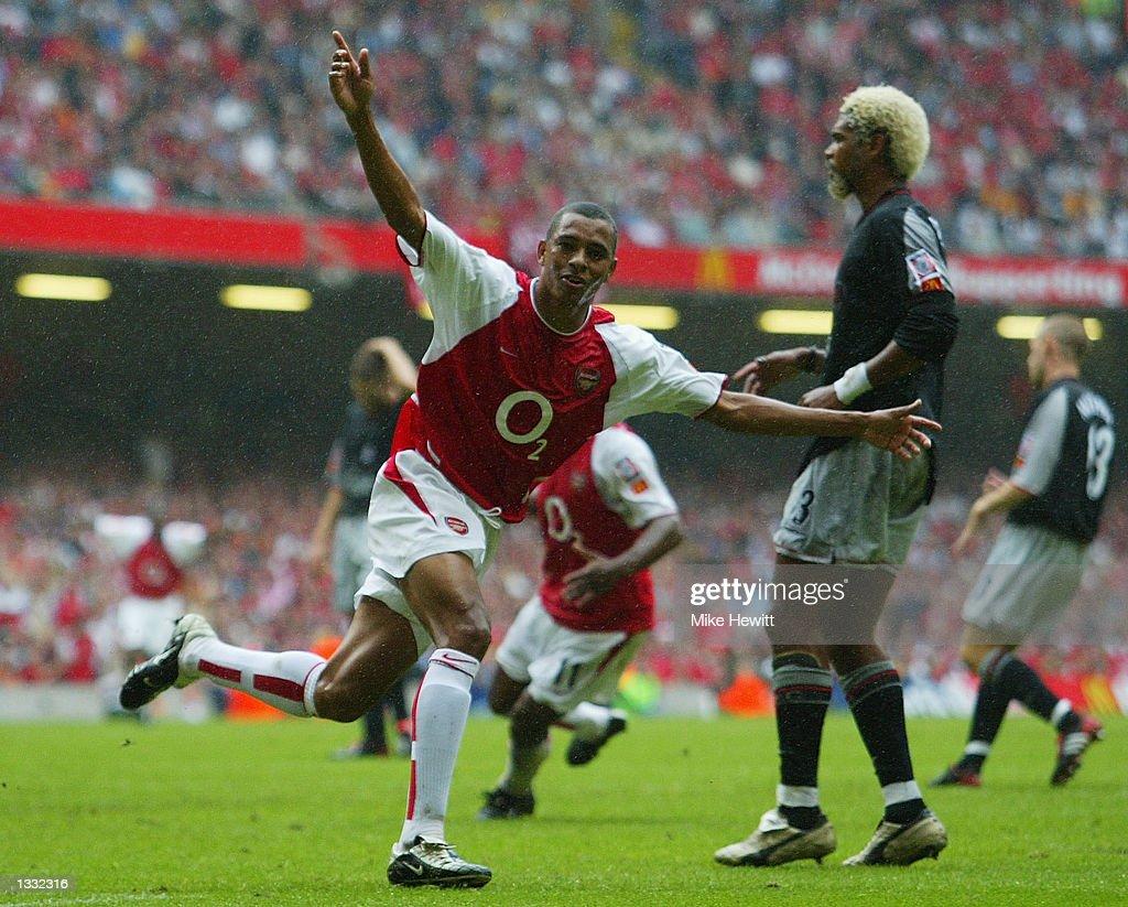Gilberto Silva of Arsenal celebrates first goal : News Photo