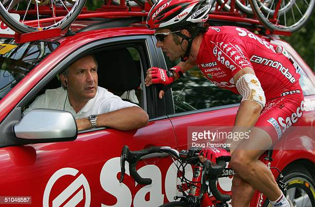 Gilberto Simoni of Italy and riding for Saeco has a chat with his directeur sportif Giuseppe Martinelli early in the race during Stage 7 of the Tour...