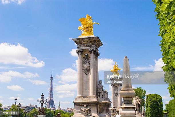 gilded statues on pont alexandre iii - pont alexandre iii photos et images de collection