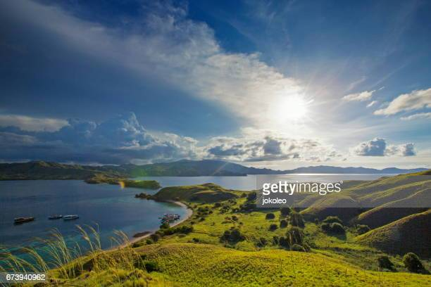 gili lawa island, komodo national park, indonesia - flores indonesia fotografías e imágenes de stock