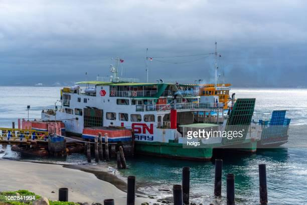 gilimanuk 港とフェリー輸送、バリ、インドネシア - indonesia logistics ストックフォトと画像