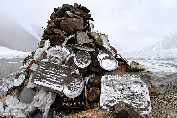 gilkey memorial. - k2 mountain stock pictures, royalty-free photos & images