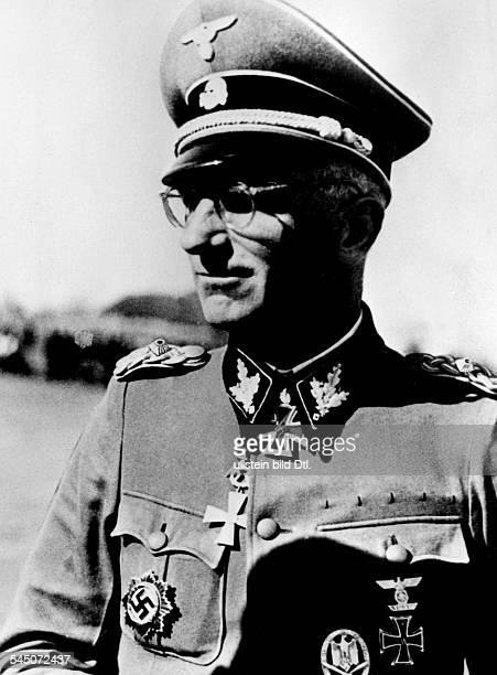 Gille Herbert General of the WaffenSS GermanyPortrait Photographer PresseIllustrationen Heinrich Hoffmann 1944Vintage property of ullstein bild