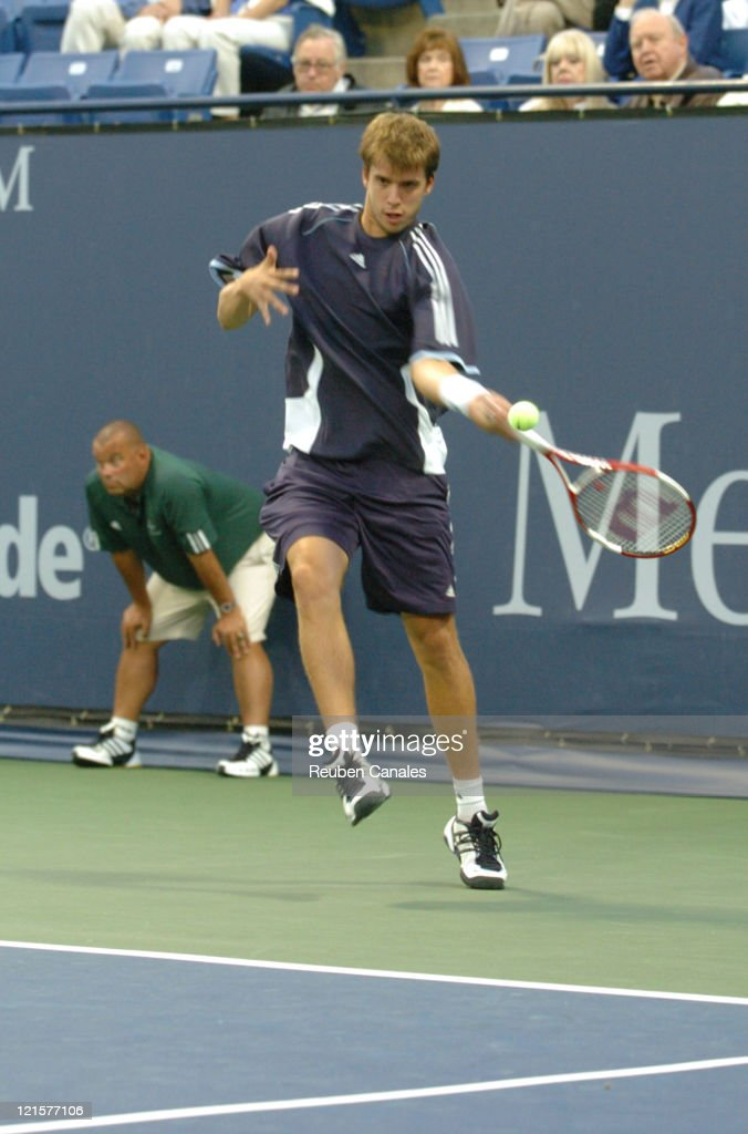ATP - 2005 Mercedes-Benz Cup - Third Round - Robby Ginepri vs Gilles Muller - July 29, 2005 : News Photo