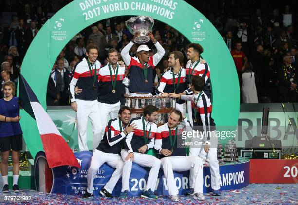 Gilles Simon Nicolas Mahut Jeremy Chardy Julien Benneteau PierreHughes Herbert Richard Gasquet Lucas Pouille JoWilfried Tsonga captain of France...