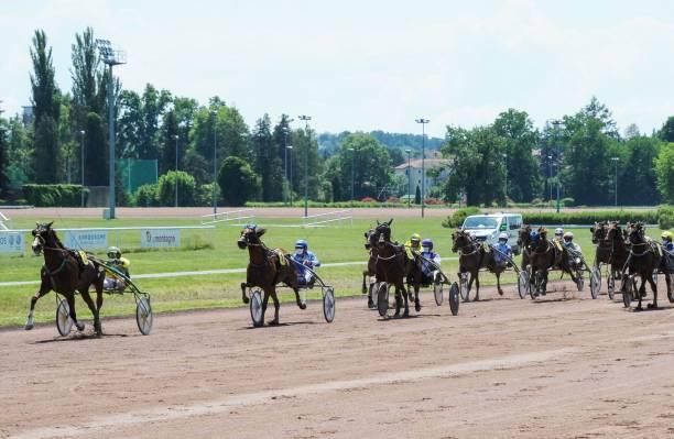 FRA: Horse racing in Vichy