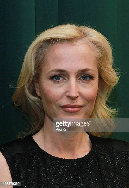 """Gillian Anderson attends Gillian Anderson In Conversation With Jeff Rovin to promote new book """"A Vision of Fire"""" at Barnes & Noble Tribeca on October..."""