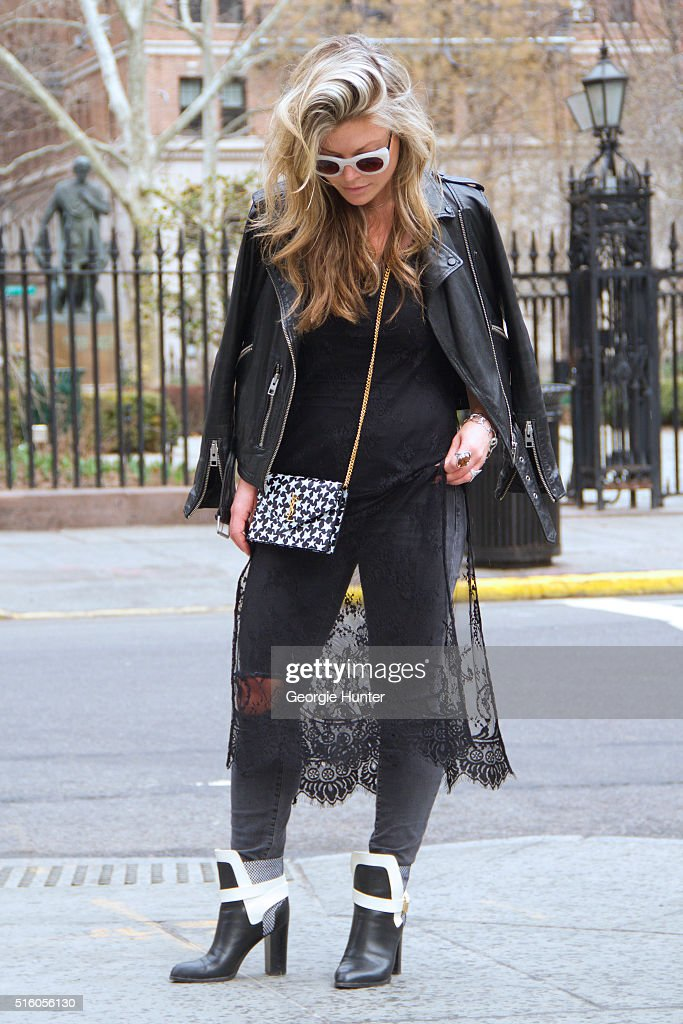 Street Style - New York City - March 2016 : News Photo