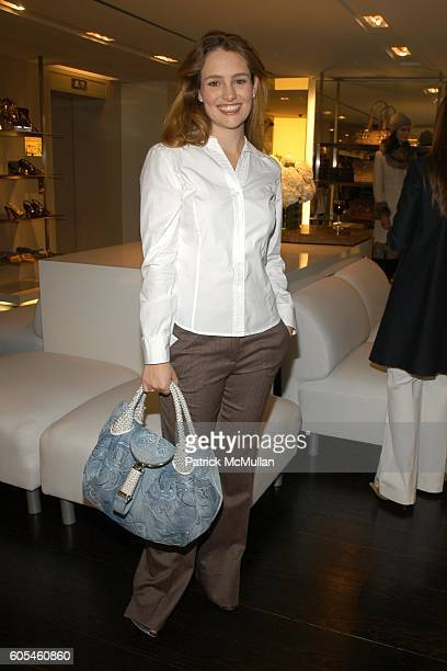 Gillian HearstShaw attends A Luncheon to Preview THE BURBERRY WOMENSWEAR AUTUMN/ WINTER 06/07 COLLECTION at Burberry on May 9 2006 in New York City