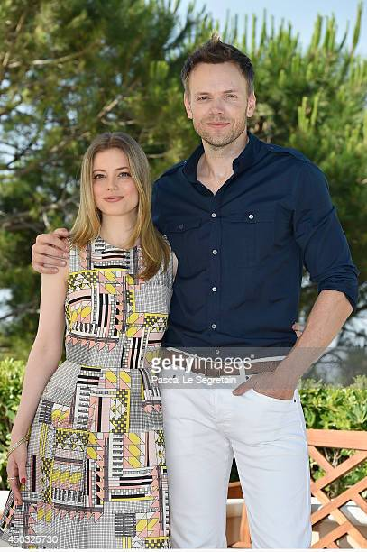 Gillian Jacobs and Joel McHale attend a photocall at Monte Carlo Bay resort on June 9 2014 in MonteCarlo Monaco