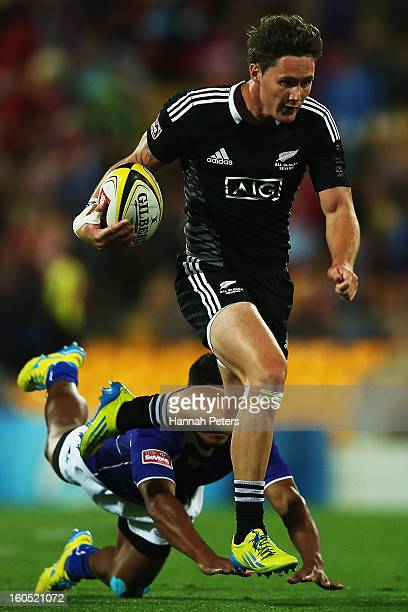 Gillies Kaka of the All Blacks Sevens makes a break during the third place playoff match between New Zealand and Samoa during the 2013 Wellington...