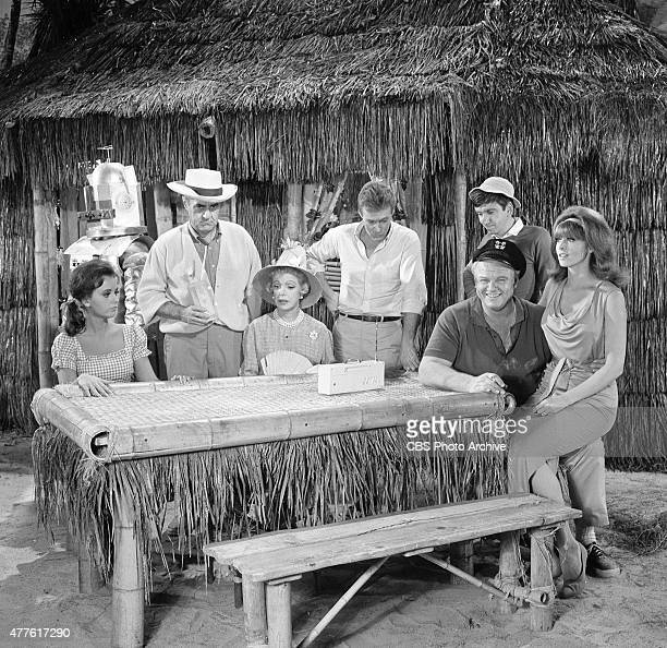 Gilligan's Island cast members from left Dawn Wells Jim Backus Natalie Schafer Russell Johnson Alan Hale Jr Bob Denver and Tina Louise appearing in...