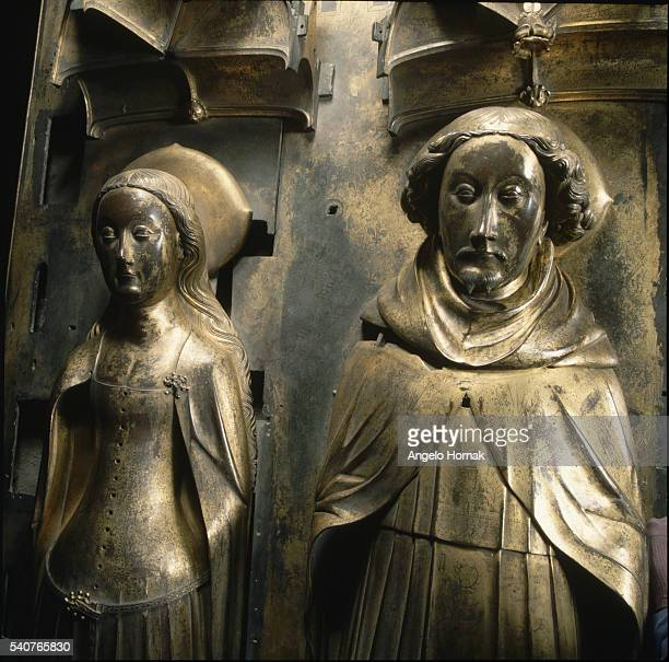 Giltbronze tomb effigies of King Richard II and his Queen Anne of Bohemia in Westminster Abbey The effigies were made after Anne's death in 1395 by...