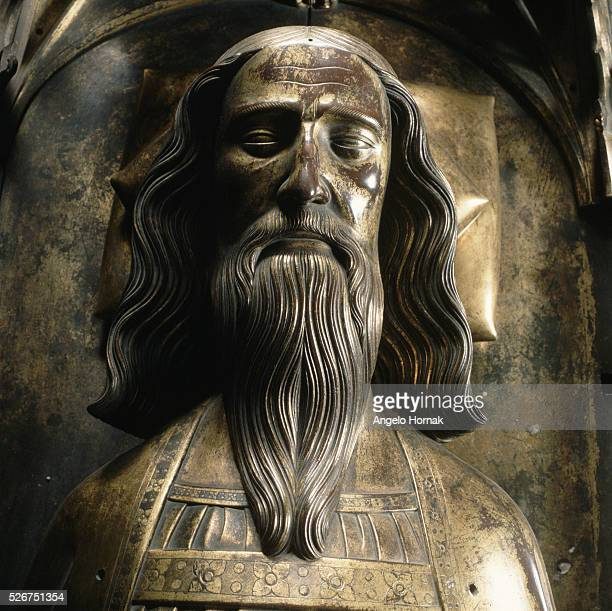A giltbronze tomb effigy of King Edward III in Westminster Abbey The effigy was possibly made by John Orchard