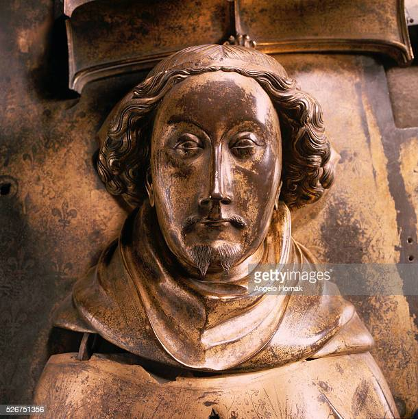 A giltbronze tomb effigy of King Richard II in Westminster Abbey The effigy was made after his queen Queen Anne of Bohemia died in 1395 by Nicholas...