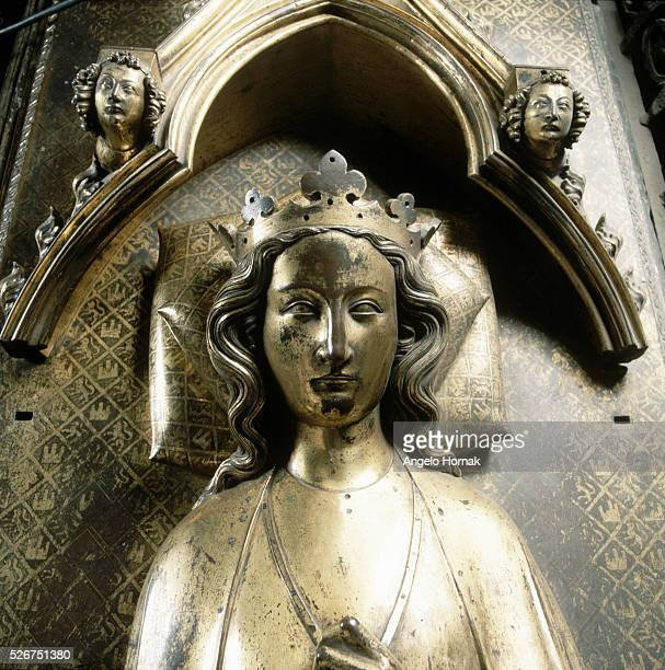 Gilt-bronze tomb effigy of Queen Eleanor of Castile on her tomb in Westminster Abbey. | Detail of: Tomb Effigy of Eleanor of Castile.