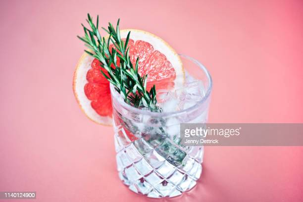 gin and tonic with a slice of pink grapefruit - cocktail stock pictures, royalty-free photos & images