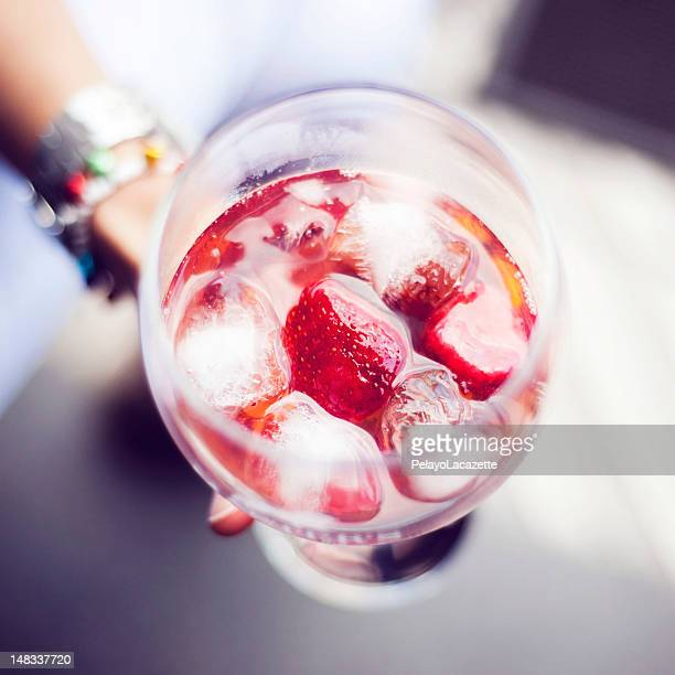 Gin and tonic with red fruits