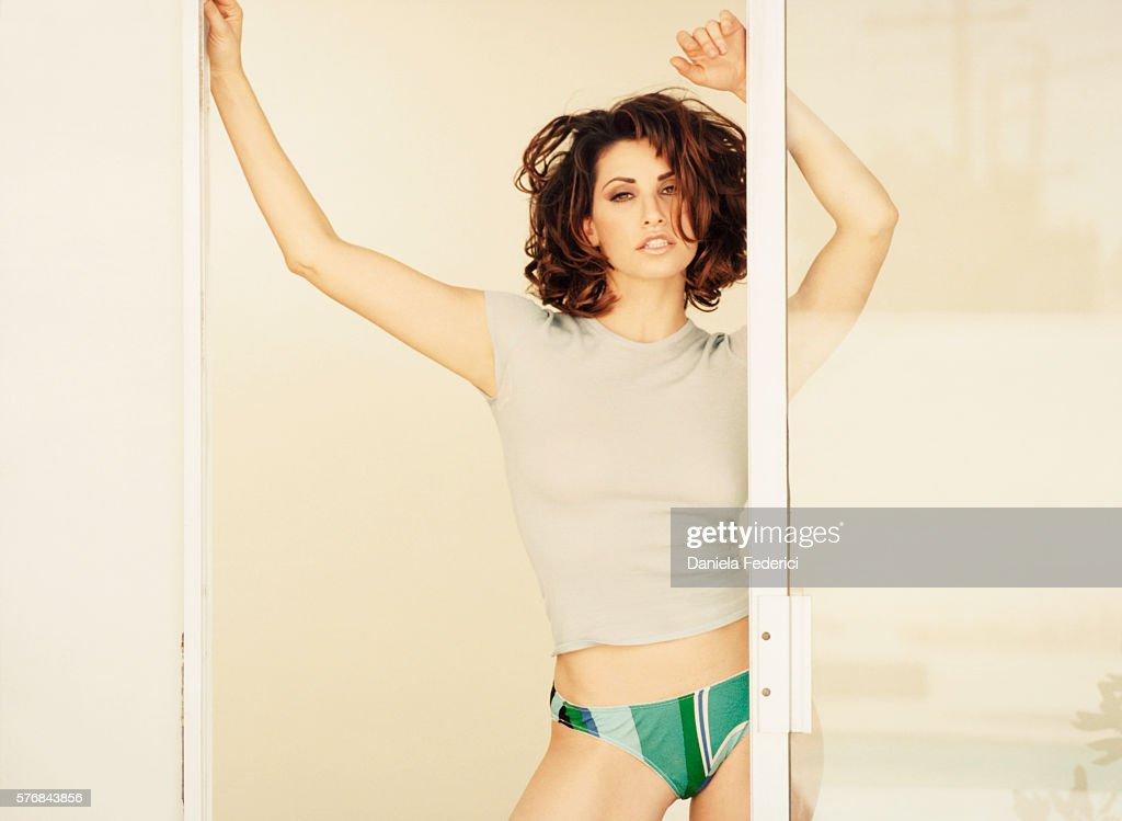 Gina Gershon, Esquire UK, July 2000 : News Photo