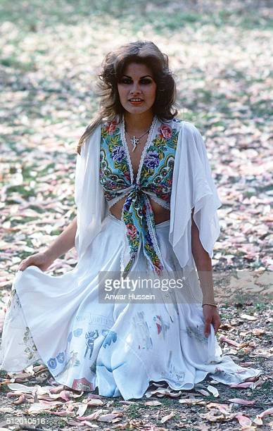 Ginger Alden fiancee of Elvis Presley and the last person to see him alive relaxes in a park on April 01 1978 in USA