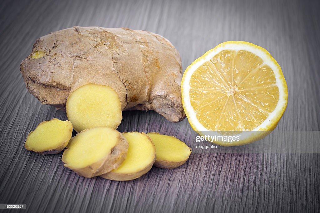 Ingwer- und Zitronenöl : Stock-Foto