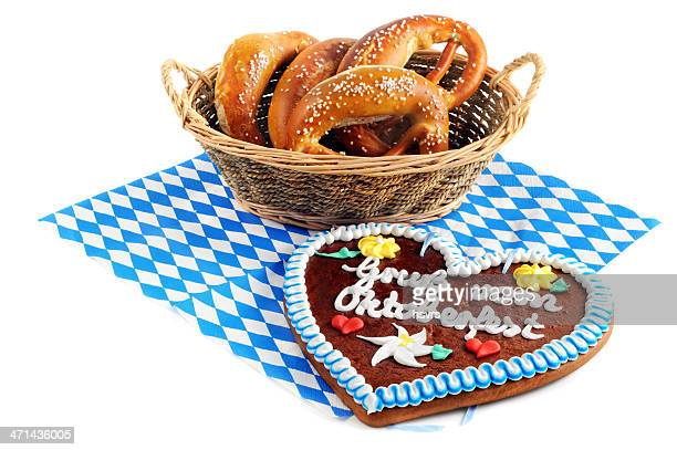 Lebkuchen Herzen und Brezel auf Blau Weiß bayerische Serviette