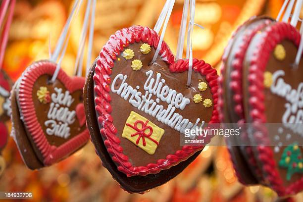 gingerbread hearts at the viennese christmas market - vienna austria stock pictures, royalty-free photos & images