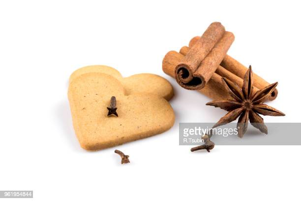 gingerbread hearts cookies on white background. christmas decoration - gewürznelke stock-fotos und bilder