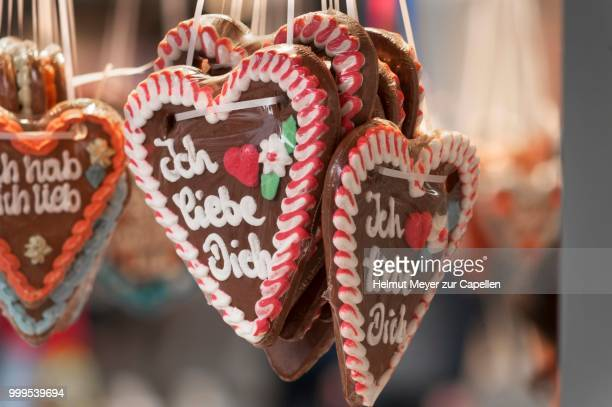 gingerbread hearts with the lettering --ich liebe dich--, german for --i love you-- - liebe stock pictures, royalty-free photos & images