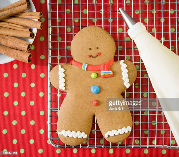 gingerbread man cookie on cooling rack - gingerbread man stock photos and pictures