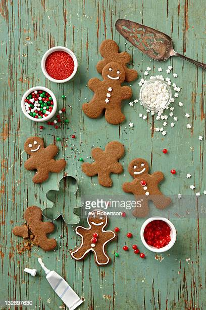 gingerbread men cookies - gingerbread man stock photos and pictures