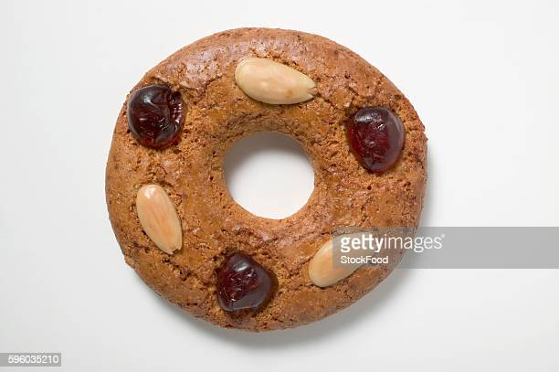 Gingerbread ring with almonds