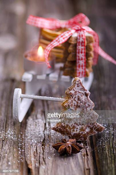 Gingerbread with miniature sledge, cinnamon stars and candle