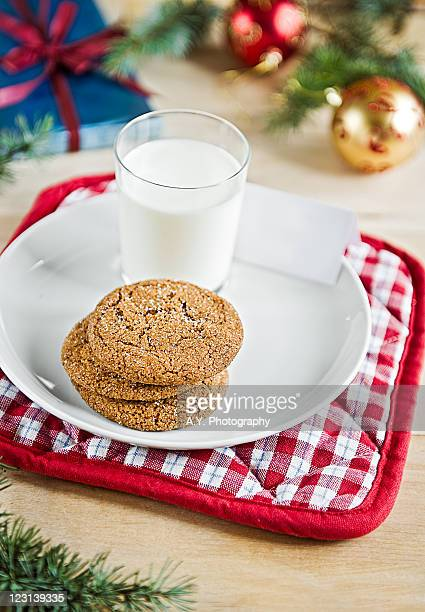 Gingersnaps and milk