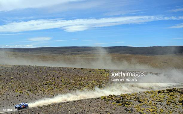 Giniel de Villiers of South Africa steers his Volkswagen during the third car stage of the 2009 Dakar between Puerto Madryn and Jacobacci in...