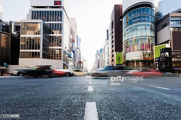 銀座横断する移動車東京、日本