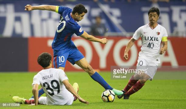 Gio of Shanghai Shenhua FC in action with Mitsuo Ogasawara and Tomoya Inukai of Kashima Antlers during the 2018 AFC Champions League match between...