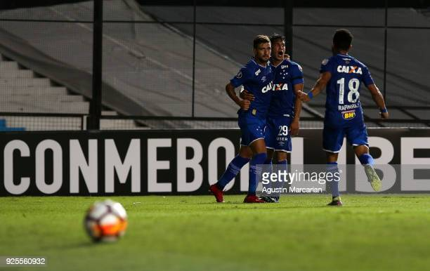 Giorgian De Arrascaeta of Cruzeiro celebrates with teammates after scoring the first goal of his team during a Group E match between Racing Club and...