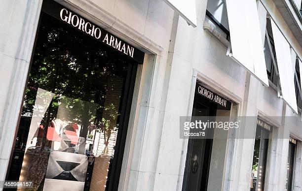 Giorgio Armani Schaufensterbummel in der rue Montaigne in Paris