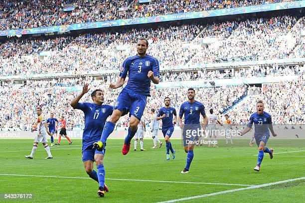 Giorgio Chiellini of Italy celebrates scoring the opening goal with their team mates during their UEFA Euro 2016 round of 16 match between Italy and...