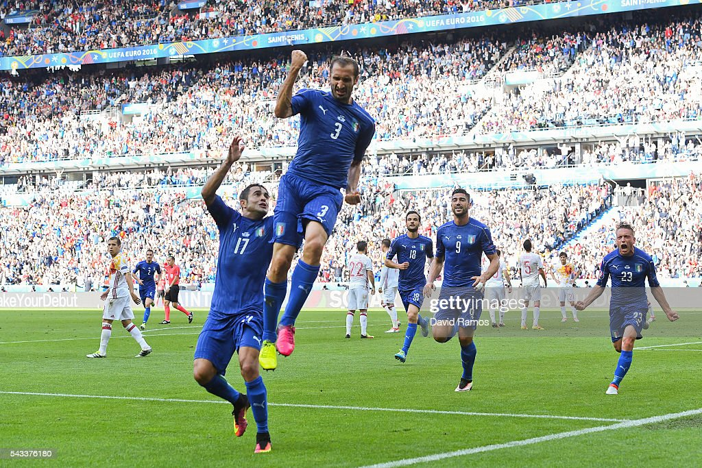 Giorgio Chiellini of Italy celebrates scoring the opening goal with their team mates during their UEFA Euro 2016 round of 16 match between Italy and Spain at Stade de France on June 27, 2016 in Paris, France.
