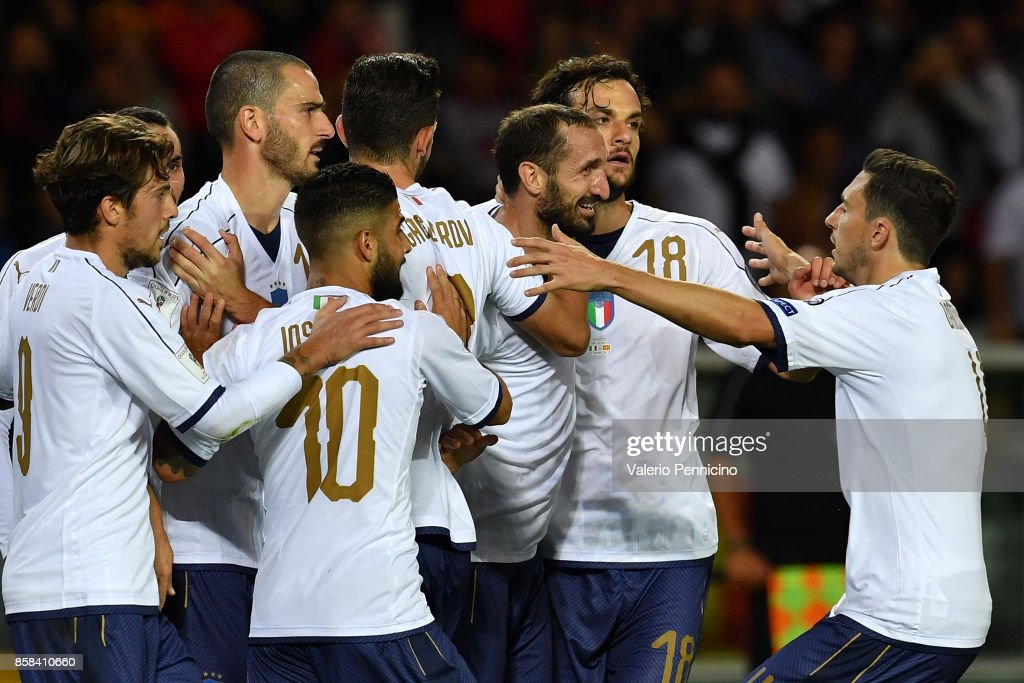 Giorgio Chiellini of Italy celebrates with team-mates after scoring the opening goal during the FIFA 2018 World Cup Qualifier between Italy and FYR Macedonia at Stadio Olimpico on October 6, 2017 in Turin, Italy.