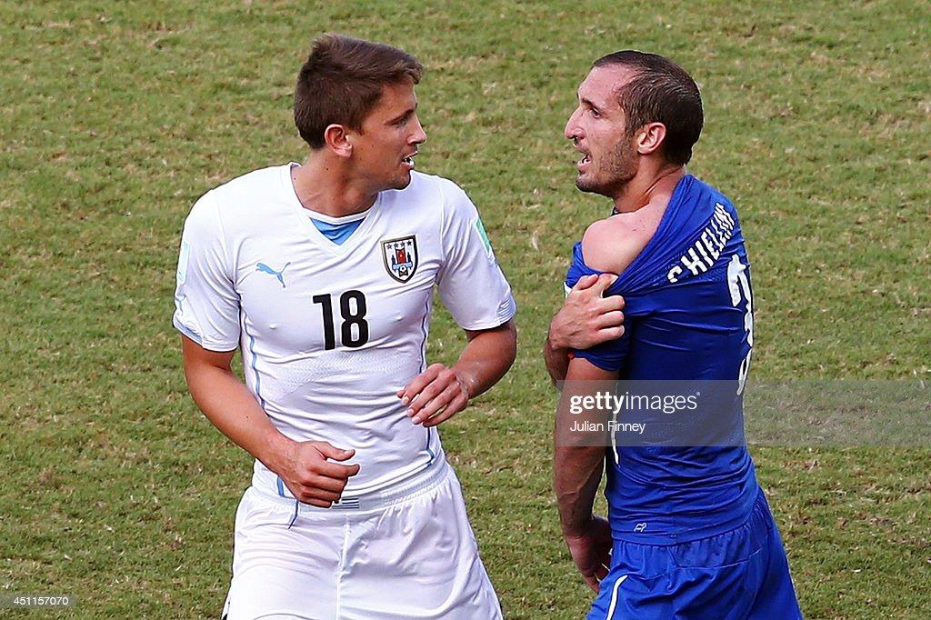 Italy v Uruguay: Group D - 2014 FIFA World Cup Brazil : News Photo