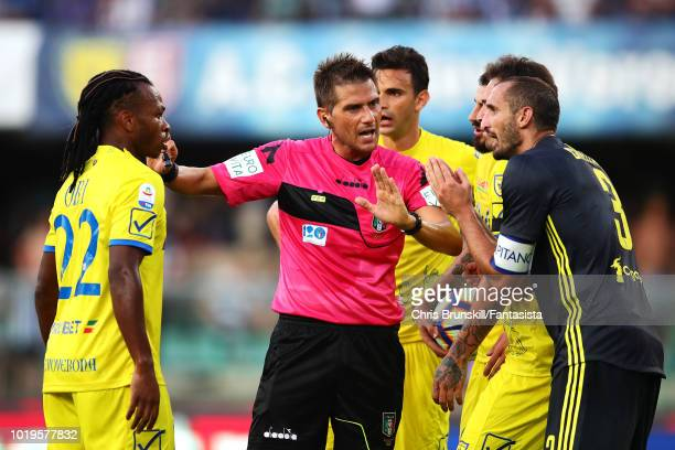 Giorgio Chiellini of Juventus appeals to referee Fabrizio Pasqua during the Serie A match between Chievo Verona and Juventus at Stadio Marc'Antonio...