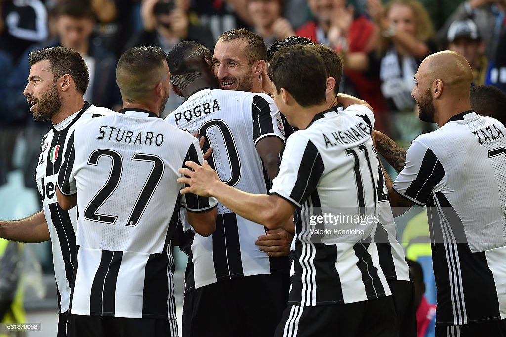 Giorgio Chiellini (C) of Juventus FC celebrates after a goal with team mates during the Serie A match between Juventus FC and UC Sampdoria at Juventus Arena on May 14, 2016 in Turin, Italy.