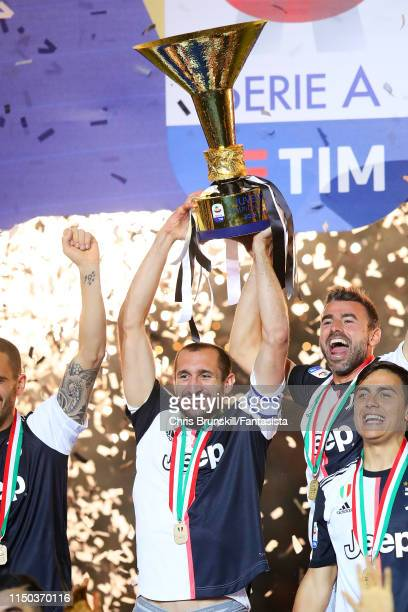 Giorgio Chiellini of Juventus lifts the Serie A trophy following the Serie A match between Juventus and Atalanta BC at Allianz Stadium on May 19,...