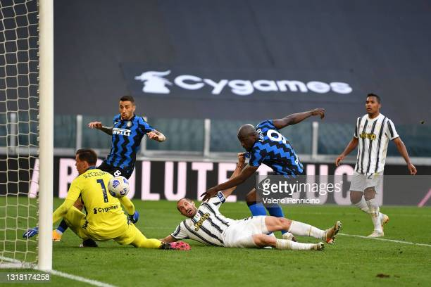 Giorgio Chiellini of Juventus scores an own goal with pressure from Romelu Lukaku of FC Internazionale and the second goal for FC Internazionale...