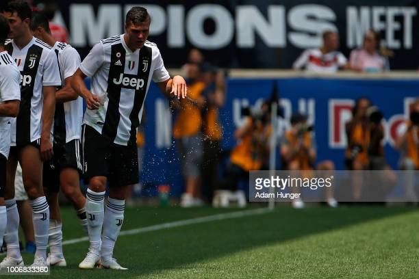 Giorgio Chiellini of Juventus splashes water on his face during a water break against Benfica during the International Champions Cup 2018 match...