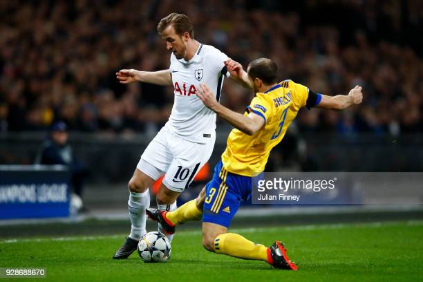 Giorgio Chiellini of Juventus tackles Harry Kane of Tottenham Hotspur during the UEFA Champions League Round of 16 Second Leg match between Tottenham...